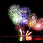 Lo spettacolo pirotecnico a Barceloneta per la festa di Sant Joan