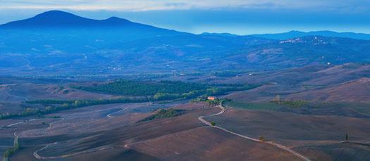 Monte Amiata visto dalla Val d'Orcia vicino a Siena