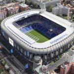 Appassionati di sport in visita allo stadio Santiago Bernabéu di Madrid