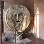 A Roma la bocca della verità: turisti in fila