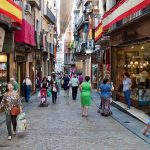Turisti innamorati delle spade di Toledo