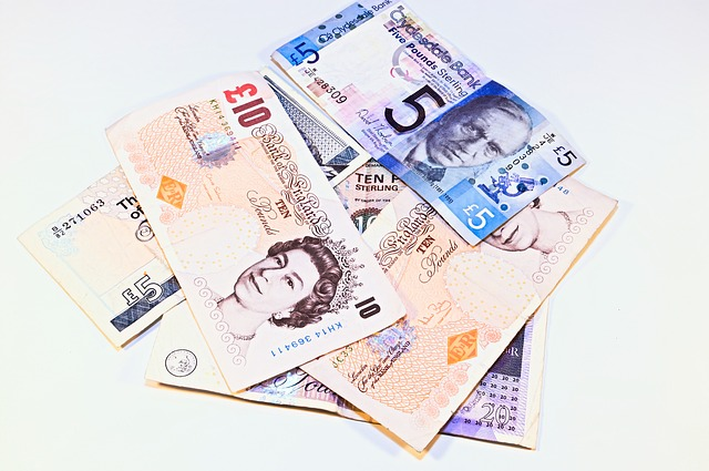 Come pagare e prelevare contanti a Londra