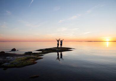 Finlandia terra del sole di mezzanotte