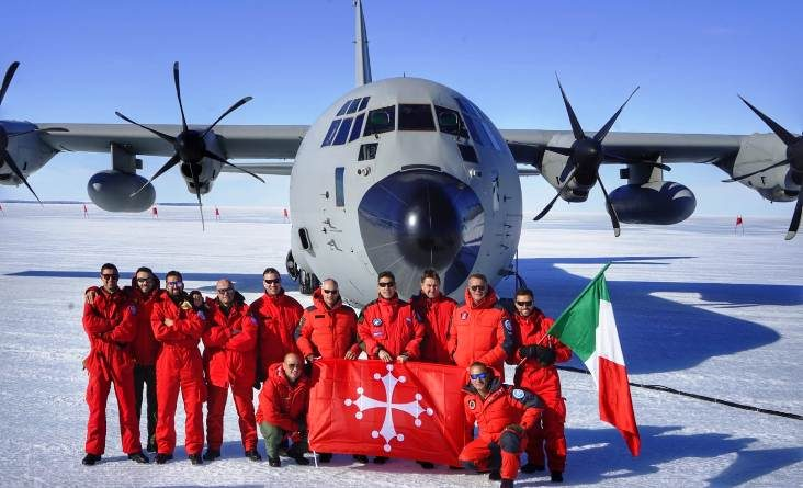 La bandiera di Pisa in Antartide