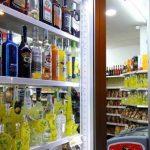 Alcolici a Roma: fino al 31 luglio divieto asporto dalle 18 nei minimarket
